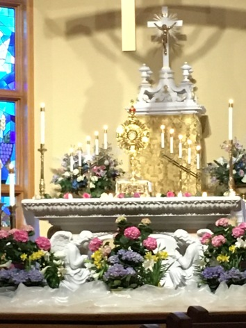 Monstrance with crown